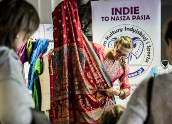 Pokaz indyjskich strojów - Kino Praha